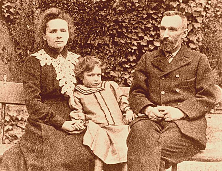 Familia Curie in 1904.